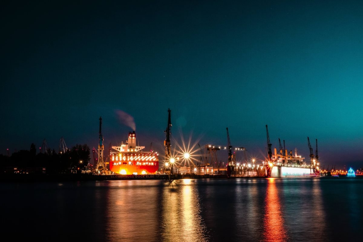 Shedding light on energy saving in commercial shipping ports